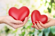 couple_hand_holding_heart